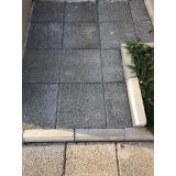 piso drenante cinza